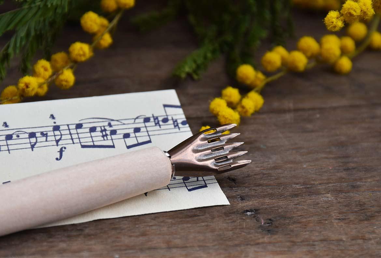 plume-portee-musicale.jpg